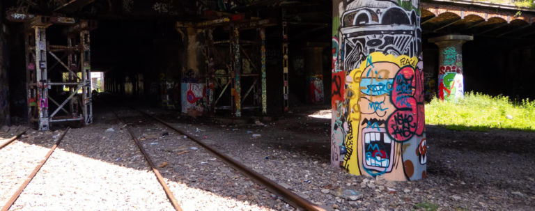 4d6ce3f9d711 HOW TO GAIN ACCESS TO PARIS  SECRET ABANDONED RAILWAY  LA PETITE CEINTURE