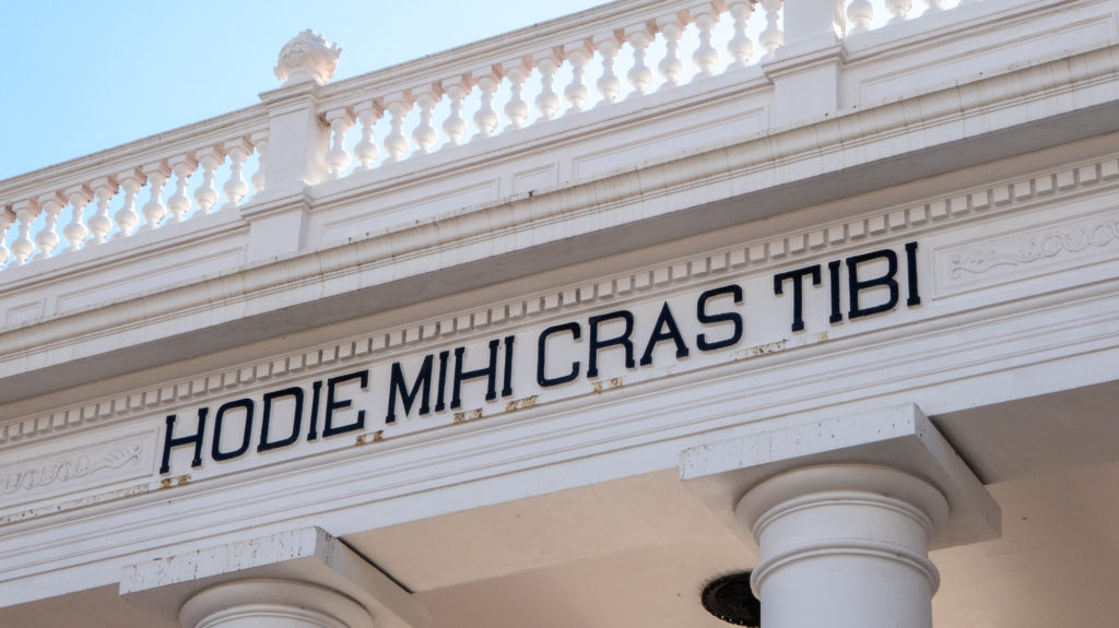 The entrance to Sucre Cemetery