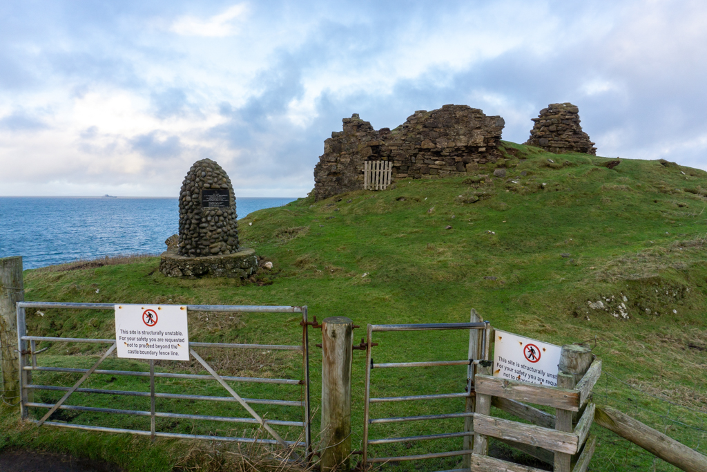 Signs and gate prohibiting entrance to Duntulm Castle.