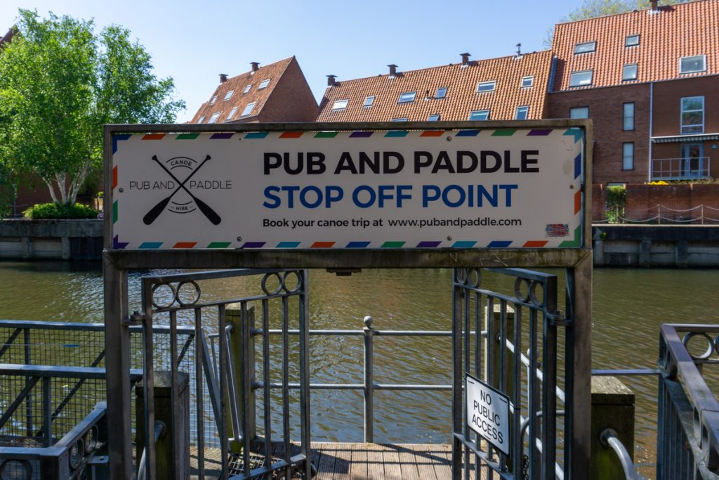 Pub and Paddle sign